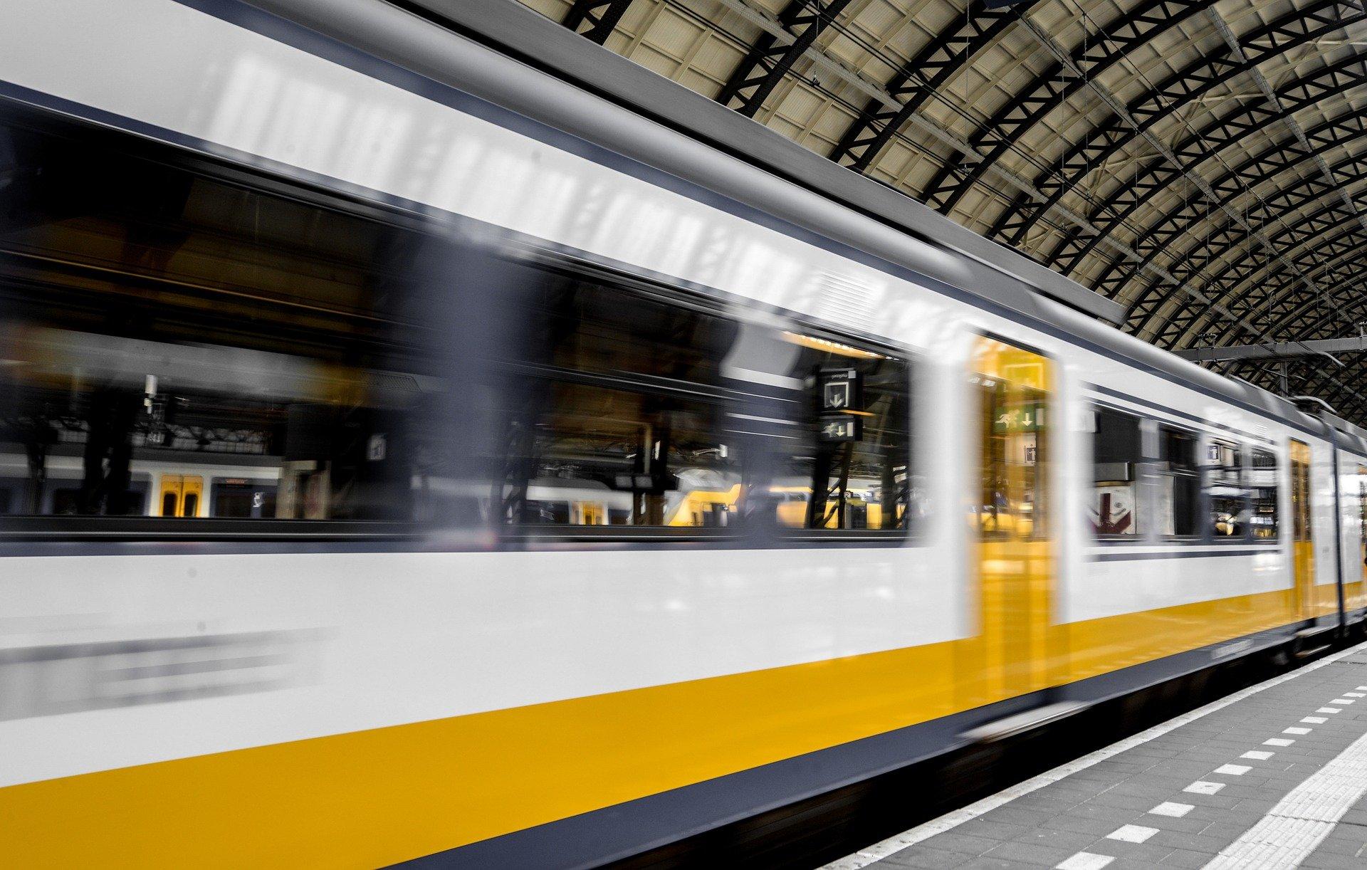 Oost west Oikos best: midnight train through Europe